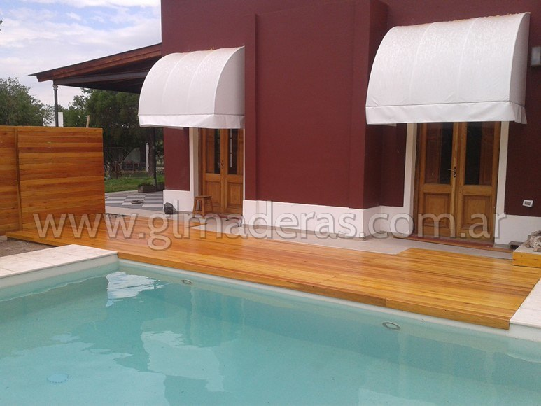 Deck para piscina en Country Córdoba